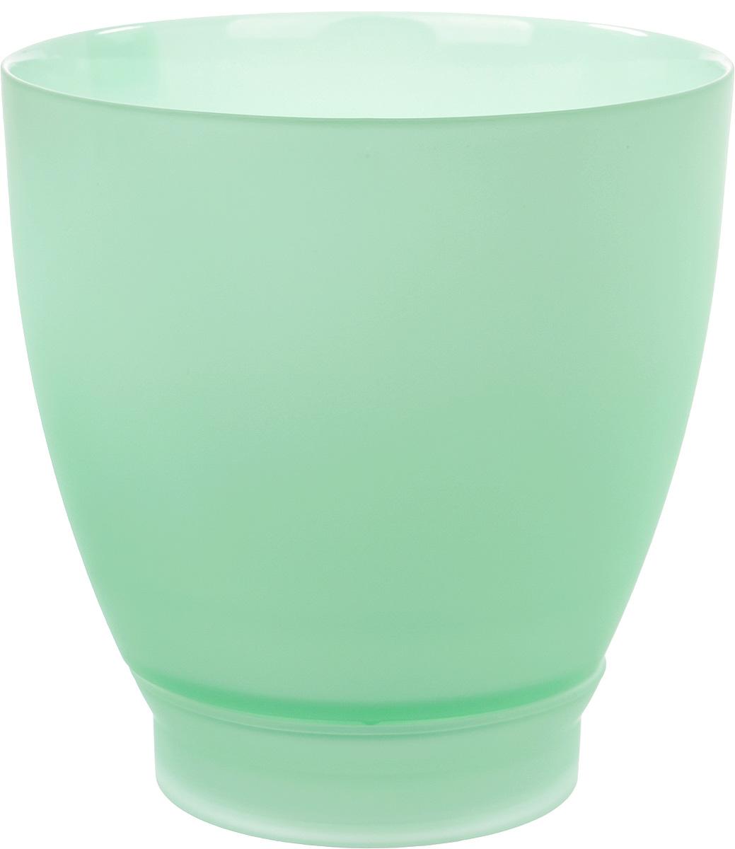 Горшок с поддоном Nina Glass НТ-4, цвет: мята, 2,5 лNG93-227/1MПродукция завода под брендом NinaGlass известна российскому потребителю необычностью форм и оригинальным декорированием. Главным достоинством стеклянных горшков является отсутствие пористости на их внутренней поверхности, что делает безопасной смену растительного состава. Предприятие производит два вида изделий для флористов:- стеклянные цветочные горшки с отверстием в дне для посадки в них цветов и растений и подставкой под горшок в виде блюдца;- кашпо без отверстия для укладки в них пластиковых контейнеров с цветами и растениями.Горшки и кашпо изготавливаются из опалового триплексного (тройного) стекла с различными видами декорирования водо- и износостойкими красками. Возможна окраска изделий изнутри. Матовая поверхность и окраска изнутри создают объемный эффект, а сами цвета очень мягкие и приятные. Также интересны и формы изделий, выполненные методом центробежного формования: - горшки НТ - современная модель горшка с поддоном, которые смотрятся как единое целое и обладают устойчивым широким дном;- кашпо НТ - глубокие, с небольшим радиусом выпуклости, хорошим широким дном. Кашпо-подсвечники в форме куба можно считать дополнительной опцией: вы можете оформить интерьер не только оригинальными горшками и кашпо, но также весьма привлекательными подсвечниками.Доступны 5 размеров горшков и кашпо и 3 размера кашпо-кубов. Продукция TM NinaGlass безопасна, функциональна, прочна и уникальна. Горшки и кашпо способны создать неповторимое настроение и стать центром интерьера в любом помещении.