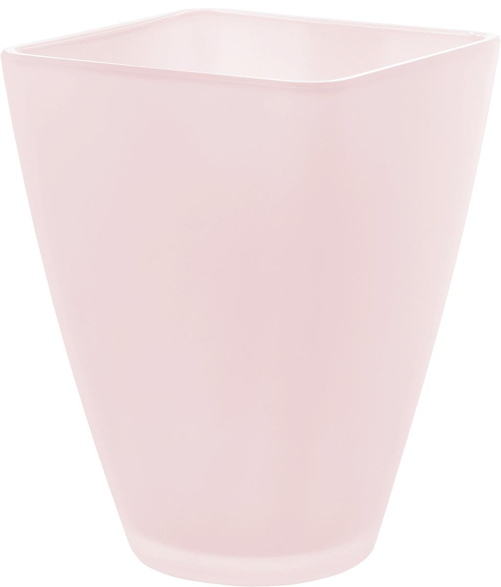 Кашпо Nina Glass Холли, цвет: розовый, 1,2 лNG91-022RПродукция завода под брендом NinaGlass известна российскому потребителю необычностью форм и оригинальным декорированием. Главным достоинством стеклянных горшков является отсутствие пористости на их внутренней поверхности, что делает безопасной смену растительного состава. Предприятие производит два вида изделий для флористов:- стеклянные цветочные горшки с отверстием в дне для посадки в них цветов и растений и подставкой под горшок в виде блюдца;- кашпо без отверстия для укладки в них пластиковых контейнеров с цветами и растениями.Горшки и кашпо изготавливаются из опалового триплексного (тройного) стекла с различными видами декорирования водо- и износостойкими красками. Возможна окраска изделий изнутри. Матовая поверхность и окраска изнутри создают объемный эффект, а сами цвета очень мягкие и приятные. Также интересны и формы изделий, выполненные методом центробежного формования: - горшки НТ - современная модель горшка с поддоном, которые смотрятся как единое целое и обладают устойчивым широким дном;- кашпо НТ - глубокие, с небольшим радиусом выпуклости, хорошим широким дном. Кашпо-подсвечники в форме куба можно считать дополнительной опцией: вы можете оформить интерьер не только оригинальными горшками и кашпо, но также весьма привлекательными подсвечниками.Доступны 5 размеров горшков и кашпо и 3 размера кашпо-кубов. Продукция TM NinaGlass безопасна, функциональна, прочна и уникальна. Горшки и кашпо способны создать неповторимое настроение и стать центром интерьера в любом помещении.