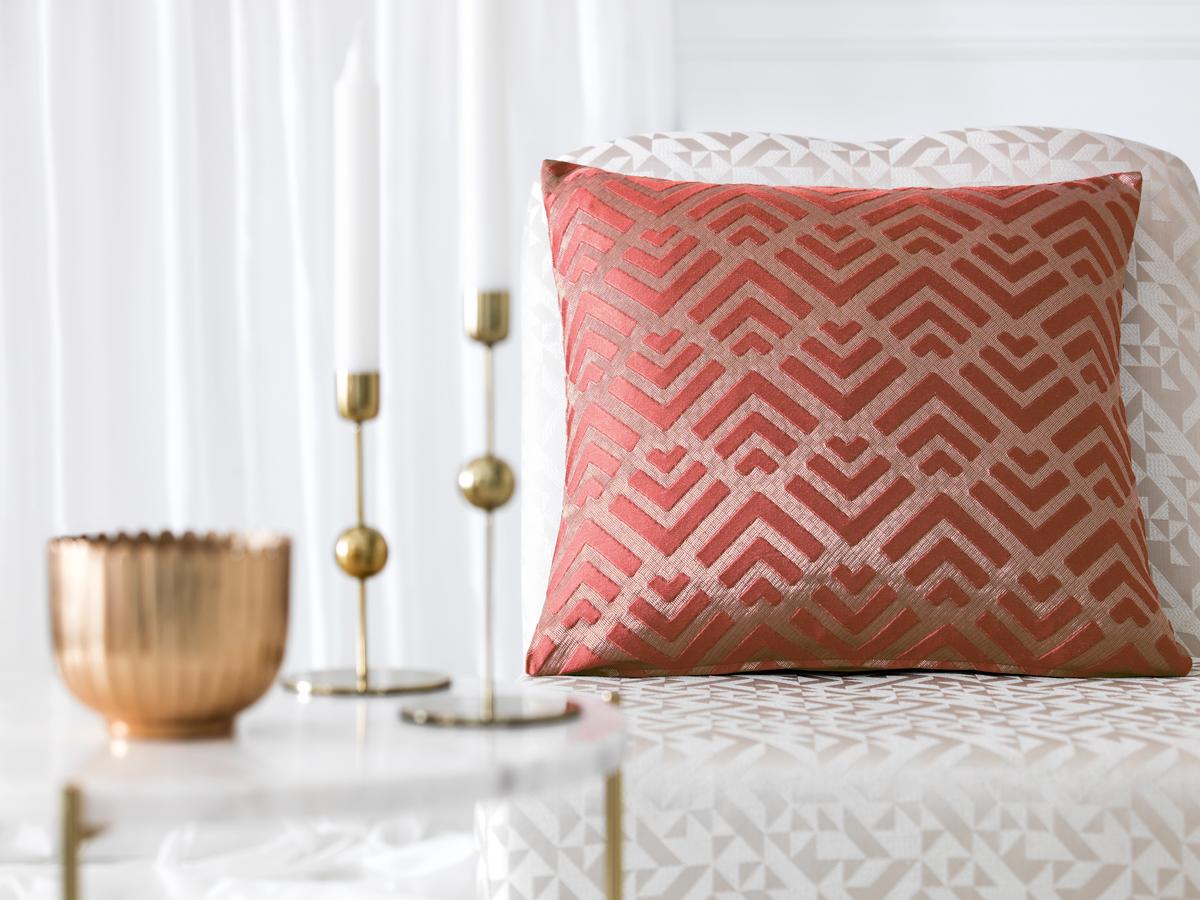 Подушка декоративная Togas Брукс, цвет: бордовый, 45 х 45 см40.16.70.0299Декоративная подушка прекрасно дополнит интерьер спальни или гостиной, создаст атмосферу уюта в доме, а также станет прекрасным элементом декора.