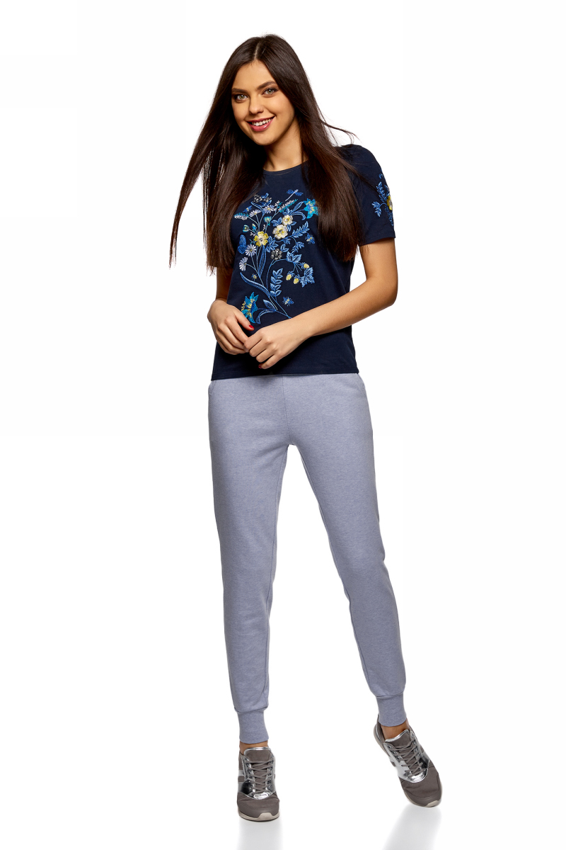 Брюки женские oodji Ultra, цвет: голубой меланж. 16701055B/47999/7000M. Размер M (46)16701055B/47999/7000MЖенские брюки, выполненные из натурального хлопка, подойдут как для повседневной носки, так и для занятий спортом. Модель на талии имеет широкую эластичную резинку со шнурком-кулиской. Спереди брюки оснащены двумя втачными карманами. Низ брючин дополнен трикотажными манжетами.