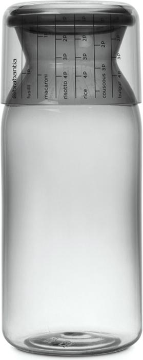 Контейнер пищевой Brabantia, с мерным стаканом, цвет: серый, 1,3 л291005Отмеряйте нужное количество для порции – мерный стакан с четкими делениями.Высыпайте легко – удобная форма бутылки.Продукты надолго сохраняют свежесть и аромат – силиконовый уплотнитель.Хорошо видно содержимое и его объем – прочный прозрачный пластик.Подходит для мыть в посудомоечной машине.