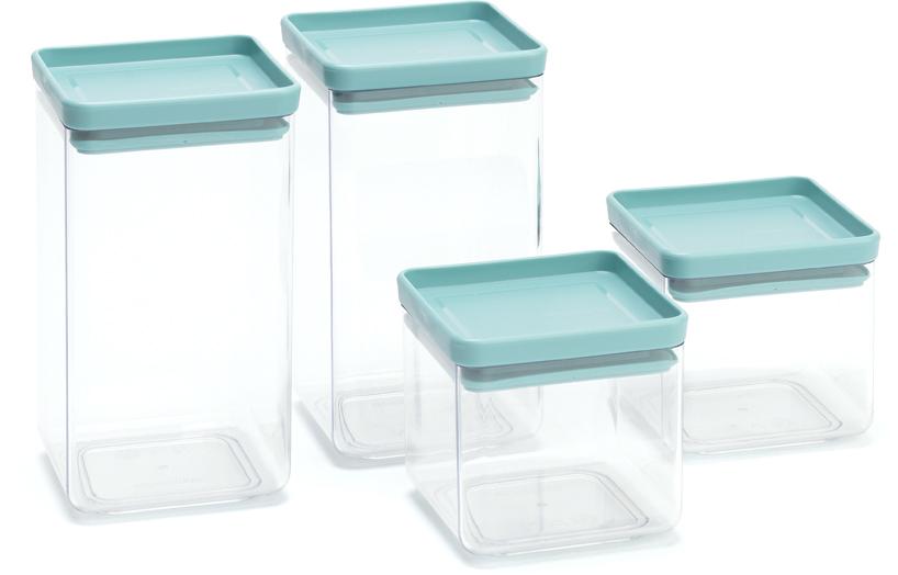 Набор емкостей Sistema, цвет: прозрачный, 4 шт117381Этот симпатичный набор контейнеров для хранения сыпучих продуктов украсит интерьер любой кухни, сэкономив при этом достаточно места – прямоугольная форма и модульная конструкция позволяют составлять контейнеры один на другой. Практично и красиво. Занимает мало места – контейнеры имеют прямоугольную форму и составляются один на другой. В комплект входят: контейнер 0,7л = 2шт; контейнер 1,6л = 2шт. Продукты надолго сохраняют свежесть и аромат – силиконовый уплотнитель. Хорошо видно содержимое и его количество. Легко моется – можно мыть в посудомоечной машине. Прочный и абсолютно прозрачный – изготовлен из пластика.Входит в коллекцию «Tasty Colours».