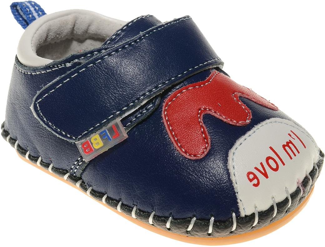 Пинетки для мальчика Счастливый ребенок, цвет: синий. A 50. Размер 13A 50Стильные и модные пинетки Счастливый ребенок, стилизованные под ботиночки, не только элегантны, они еще и практичны. В них ваш ребенок будет чувствовать себя комфортно и непринужденно. Удобный задник и перемычка на липучке надежно фиксируют пинетки на ножке. Натуральная кожа дает возможность «дышать» ноге, не позволяя развиваться опрелостям и потертостям. Модель пинеток для самых маленьких оснащена такой подошвой, какая не даст упасть.Милые, нежные, удобные и анатомически правильные для формирующейся ножки детские пинетки станут любимой обувью вашего ребенка.