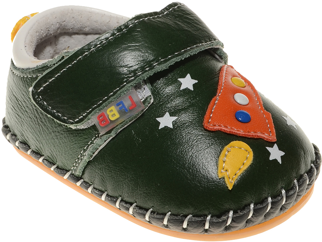 Пинетки для мальчика Счастливый ребенок, цвет: зеленый. A 17. Размер 13A 17Стильные и модные пинетки Счастливый ребенок, стилизованные под ботиночки, не только элегантны, они еще и практичны. В них ваш ребенок будет чувствовать себя комфортно и непринужденно. Удобный задник и перемычка на липучке надежно фиксируют пинетки на ножке. Натуральная кожа дает возможность «дышать» ноге, не позволяя развиваться опрелостям и потертостям. Модель пинеток для самых маленьких оснащена такой подошвой, какая не даст упасть.Милые, нежные, удобные и анатомически правильные для формирующейся ножки детские пинетки станут любимой обувью вашего ребенка.