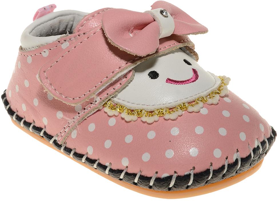 Пинетки для девочки Счастливый ребенок, цвет: розовый. A 29. Размер 13A 29Стильные и модные пинетки Счастливый ребенок, стилизованные под туфельки, не только элегантны, они еще и практичны. В них ваш ребенок будет чувствовать себя комфортно и непринужденно. Удобный задник и перемычка на липучке с красивым бантиком надежно фиксируют пинетки на ножке. Натуральная кожа дает возможность «дышать» ноге, не позволяя развиваться опрелостям и потертостям. Модель пинеток для самых маленьких оснащена такой подошвой, какая не даст упасть.Милые, нежные, удобные и анатомически правильные для формирующейся ножки детские пинетки станут любимой обувью вашего ребенка.