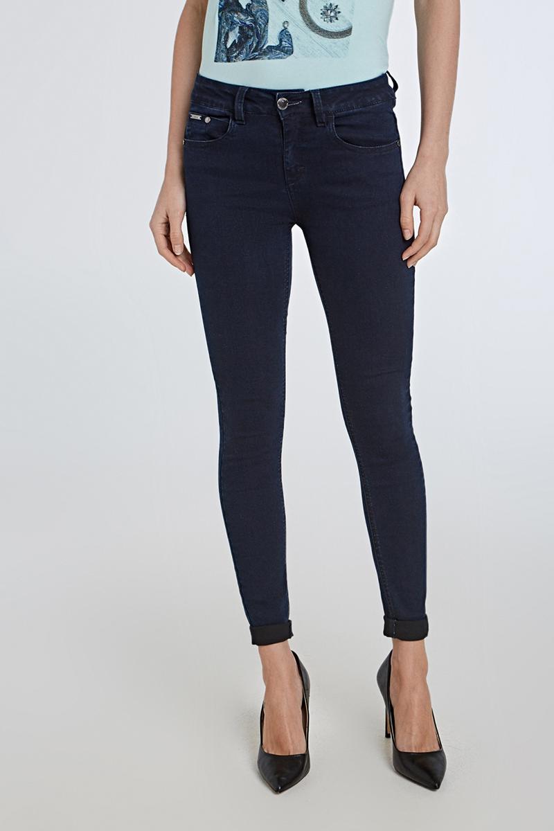 Джинсы женские Concept Club Dream, цвет: темно-синий. 10200160278_8600. Размер XXS (40)10200160278_8600Стильные женские джинсы от Concept Club выполнены из плотного эластичного хлопка. Материал приятный на ощупь, не сковывает движения и позволяет коже дышать. Модель скинни со стандартной посадкой застегиваются на пуговицу в поясе и ширинку на застежке-молнии. На поясе предусмотрены шлевки для ремня. Спереди модель оформлена двумя втачными карманами и одним накладным кармашком, сзади - двумя накладными карманами.