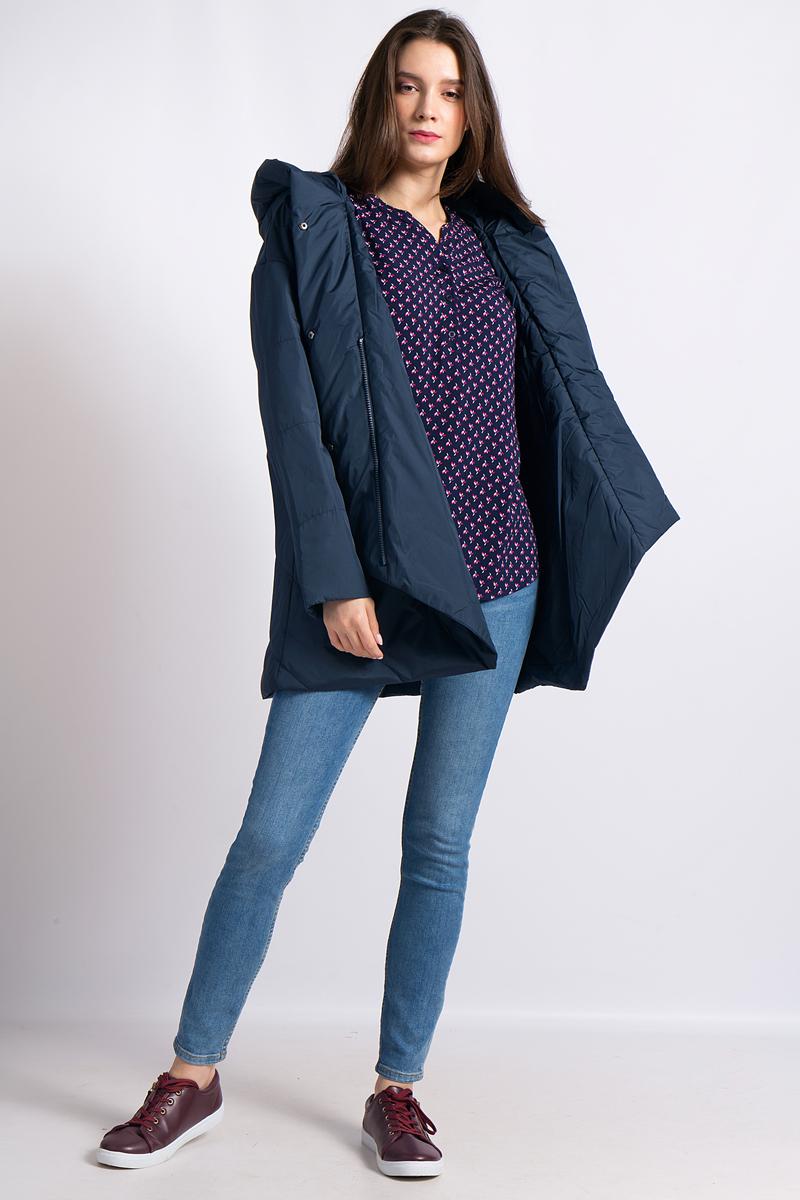 Куртка женская Finn Flare, цвет: темно-синий. B18-11010_101. Размер M (46)B18-11010_101Удобная женская куртка Finn Flare согреет вас в прохладную погоду и позволит выделиться из толпы. Удлиненная модель с длинными рукавами выполнена из прочного полиэстера, застегивается на молнию спереди и имеет ветрозащитный клапан на кнопках. Куртка имеет несъемный капюшон. Объем капюшона не регулируется. Изделие дополнено двумя прорезными карманами. Плотный наполнитель из полиэстера надежно сохранит тепло, благодаря чему такая куртка защитит вас от ветра и холода.Эта модная и в то же время комфортная куртка - отличный вариант для прогулок, она подчеркнет ваш изысканный вкус и поможет создать неповторимый образ.