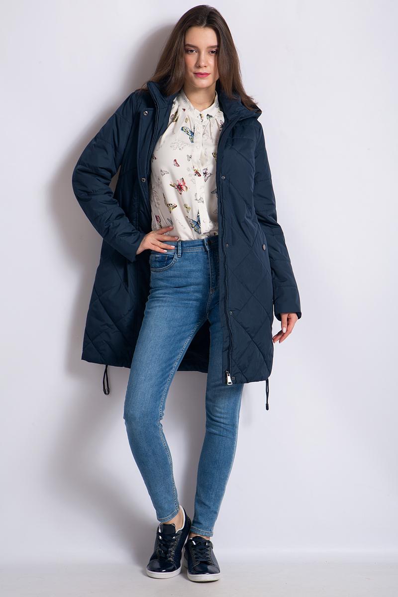 Пальто женское Finn Flare, цвет: темно-синий. B18-11011_101. Размер XL (50)B18-11011_101Удобное женское пальто Finn Flare согреет вас в прохладную погоду и позволит выделиться из толпы. Модель сдлинными рукавами и воротником-стойкой выполнена из прочного полиэстера, застегивается на молнию спереди и имеет ветрозащитный клапан на кнопках. Пальто имеет съемный капюшон на кнопках, объем которого регулируется при помощи шнурка-кулиски со стопперами. Изделие дополнено двумя карманами на кнопках. Наполнитель надежно сохранит тепло, благодаря чему такое пальто защитит вас от ветра и холода.Это модное и в то же время комфортное пальто - отличный вариант для прогулок, оно подчеркнет ваш изысканныйвкус и поможет создать неповторимый образ.