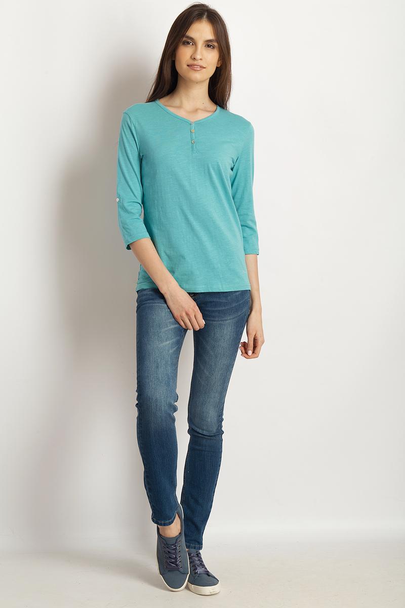 Лонгслив женский Finn Flare, цвет: светло-бирюзовый. B18-11099_121. Размер S (44)B18-11099_121Стильная женская футболка Finn Flare, выполненная из эластичного хлопка, необычайно мягкая и приятная на ощупь, не сковывает движения и позволяет коже дышать, обеспечивая комфорт. Модель с V-образным вырезом горловины и рукавами 3/4. Вырез горловины дополнен трикотажной бейкой, что предотвращает деформацию при носке.Футболка Finn Flare станет отличным дополнением к вашему гардеробу.