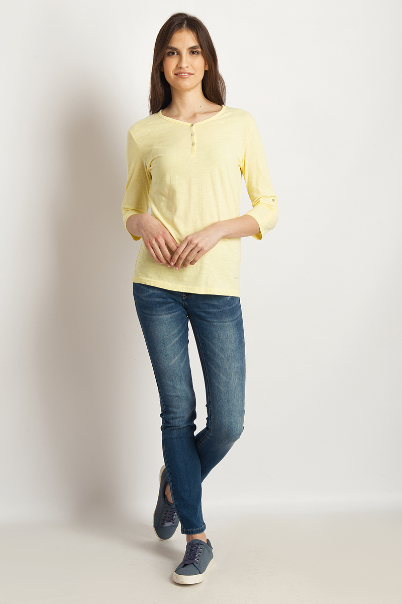 Лонгслив женский Finn Flare, цвет: светло-желтый. B18-11099_418. Размер L (48)B18-11099_418Стильная женская футболка Finn Flare, выполненная из эластичного хлопка, необычайно мягкая и приятная на ощупь, не сковывает движения и позволяет коже дышать, обеспечивая комфорт. Модель с V-образным вырезом горловины и рукавами 3/4. Вырез горловины дополнен трикотажной бейкой, что предотвращает деформацию при носке.Футболка Finn Flare станет отличным дополнением к вашему гардеробу.