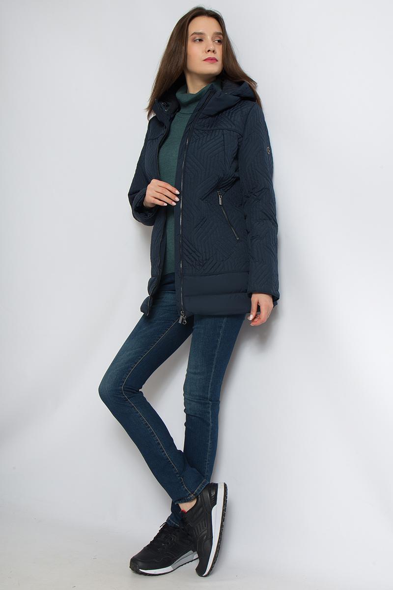 Куртка женская Finn Flare, цвет: темно-синий. B18-12063_101. Размер XL (50)B18-12063_101Удобная женская куртка Finn Flare согреет вас в прохладную погоду и позволит выделиться из толпы. Удлиненная модель с длинными рукавами выполнена из прочного полиэстера, застегивается на молнию спереди. Куртка имеет воротник-стойку и съемный капюшон. Объем капюшона регулируется. Изделие дополнено двумя прорезными карманами. Плотный наполнитель из полиэстера надежно сохранит тепло, благодаря чему такая куртка защитит вас от ветра и холода.Эта модная и в то же время комфортная куртка - отличный вариант для прогулок, она подчеркнет ваш изысканный вкус и поможет создать неповторимый образ.