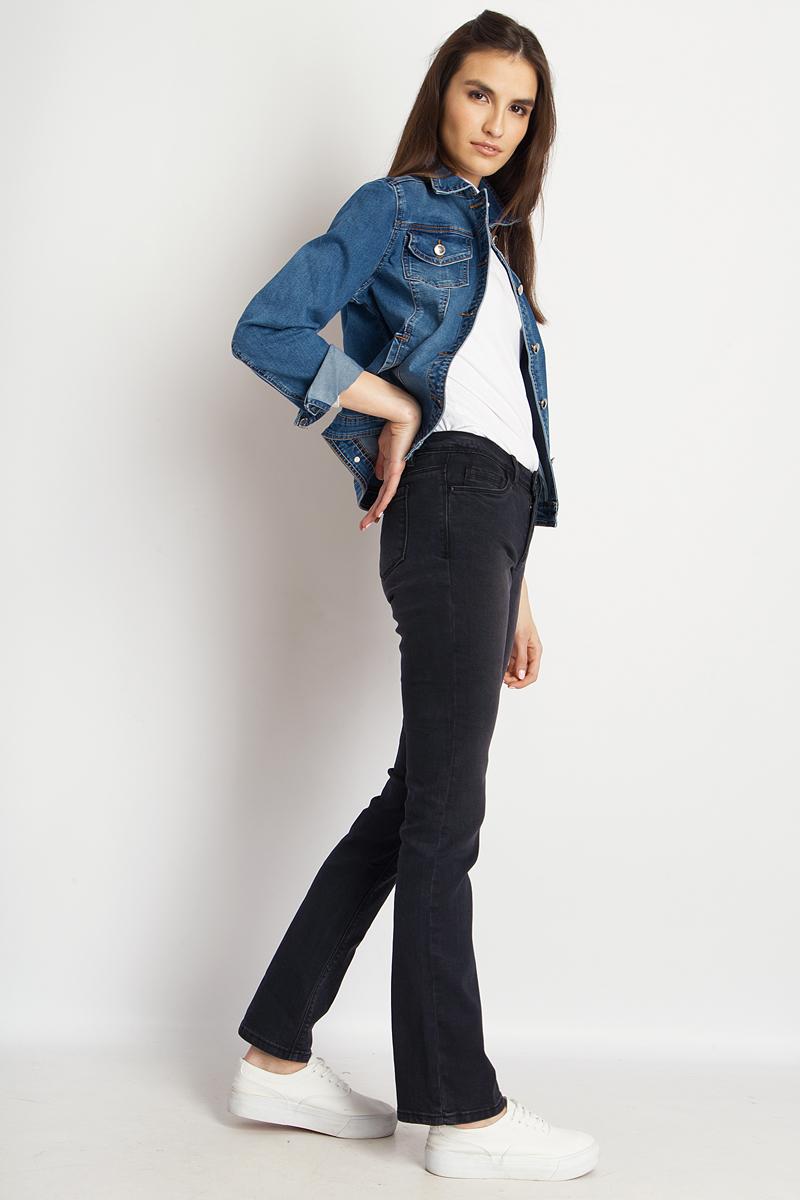Куртка женская Finn Flare, цвет: синий. B18-15000_125. Размер XS (42)B18-15000_125Джинсовая куртка от Finn Flare выполнена из эластичного хлопкового денима. Модель с длинными рукавами и отложным воротником застегивается на пуговицы, по бокам дополнена втачными карманами, на груди - накладными карманами с клапанами на пуговицах.