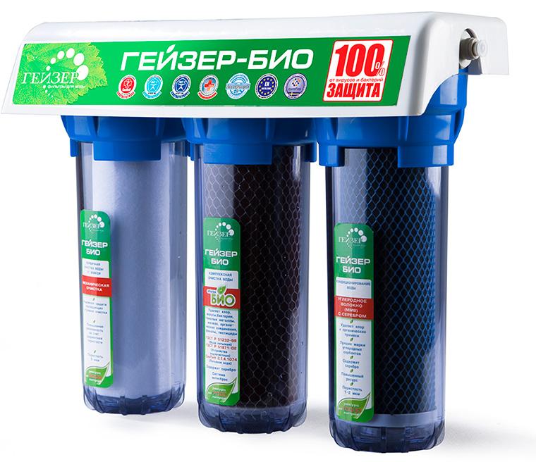 Трехступенчатый фильтр для очистки сверхжесткой воды. Признаки сверхжесткой воды: накипь белого цвета в чайнике после первого кипячения, частый белый налет на сантехнике, пленка в чае. Самая совершенная и оптимальная система очистки воды для каждого дома. Позволяет получать неограниченное количество воды питьевого класса из отдельного крана чистой воды. Уникальная защита вашей семьи от любых загрязнений, какие могут попасть в водопровод, включая прорыв канализационных стоков и радиационное заражение. Гейзер 3 - это один из лучших фильтров на российском рынке, фильтр с оптимальным сочетанием цена/качество/удобство использования. 100% защита от вирусов и бактерий, подтвержденная сертификатом по системе ГОСТ Р и заключением Федеральной службы по надзору в сфере защиты прав потребителя и благополучия человека. Фильтр рекомендован для доочистки и дообеззараживания водопроводной воды ФГБУ НИИ Экологии Человека и Гигиены Окружающей Среды им. А.Н. Сысина Минздравсоцразвития России. При очистке воды фильтром наблюдается эффект квазиумягчения: при снижении накипи не удаляются полезные элементы кальций и магний. Подтверждено Венским государственным университетом (Австрия), Ведущей организацией по разборке стандартов питьевой воды Welthy Corp (Япония). Активное серебро для подавления роста отфильтрованных бактерий. Уникальная система Антисброс: в процессе очистки воды гарантирована защита от проникновения в очищенную воду ранее отфильтрованных примесей. В моделях фильтров используется технологии, подтвержденные более 20-ти патентами.Состав картриджей фильтра: 1-я ступень очистки (картридж Арагон Ж Био). Ресурс 7000 литров. 2-я ступень очистки (картридж БС). Ресурс до 6000 литров. 3-я ступень очистки (картридж ММВ). Ресурс 10000 литров. Назначение картриджей: 1-я ступень (картридж Арагон Ж Био). Картридж  из материала Арагон БИО. Имеет 3 уровня фильтрации (механический, ионообменный и сорбционный). Картридж Арагон-Ж БИО прошел государственную сертификацию в Федеральной службе по