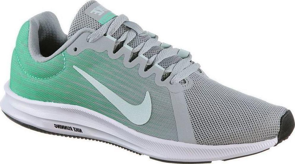 Кроссовки для бега женские Nike Downshifter 8, цвет: серый, зеленый. 908994-003. Размер 8,5 (39)908994-003Женские беговые кроссовки Downshifter 8 от Nike в минималистичном стиле выполнены из легкой однослойной сетки с обновленной амортизирующей стелькой, еще более мягкой, чем в предыдущих версиях. В сочетании с ремешком в области свода стопы, объединенным со шнурками, это обеспечивает индивидуальную посадку и плавный переход с пятки на носок. Верх из легкой сетки обеспечивает вентиляцию и комфорт. Регулируемый ремешок в области свода стопы обеспечивает индивидуальную посадку. Обновленная промежуточная подошва для мягкой и упругой амортизации. Рельефная конструкция внутренней части для безупречной посадки и удобного обувания. Эластичная полноразмерная подошва из материала Phylon обеспечивает упругую и легкую амортизацию, ее обновленная версия превосходит предшествующие по мягкости. Перепад: 10 мм (носок 13 мм, пятка 23 мм). Колодка: MR-10.