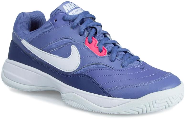 Кроссовки для тенниса женские Nike Court Lite, цвет: синий. 845048-503. Размер 6 (35,5)845048-503Женские кроссовки для тенниса Court Lite от Nike, выполненные из натуральной и искусственной кожи, дополнены сетчатыми вставками, которые обеспечивают воздухопроницаемость. Подкладка и стелька из текстиля комфортны при движении. Шнуровка надежно зафиксирует модель на ноге. Подошва из материала Phylon обеспечивает амортизацию без утяжеления. Прочная подметка из резины GDR для игры на кортах с твердым покрытием.