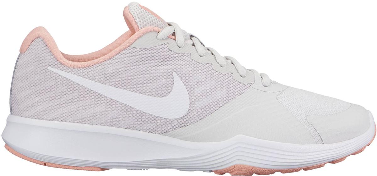 Кроссовки для фитнеса женские Nike City Trainer, цвет: светло-серый. 909013-066. Размер 7,5 (37,5)909013-066Стильные женские кроссовки Nike, выполненные из текстиля и пластика, дополнены фирменной нашивкой на язычке. Шнуровка на подъеме надежно зафиксирует обувь на ноге. Внутренняя поверхность и стелька выполнены из текстиля, комфортны при движении. Эти кроссовки созданы с непревзойденной функциональностью в движении. Они идеально подходят для циклических и интенсивных кардиотренировок. Верх из однослойной сетки для воздухопроницаемости без утяжеления. Подошва обеспечивает легкость, амортизацию, гибкость и стабилизацию. Резиновые накладки в ключевых зонах обеспечивают прочность и сцепление при движении в любом направлении. Удобная стелька создает дополнительную амортизацию. Эластичные желобки в передней части стопы для повышенной гибкости в области носка. Подошва с рифлением обеспечивает отличное сцепление на любой поверхности. Мягкие и удобные, кроссовки превосходно подчеркнут ваш спортивный образ и подарят комфорт.