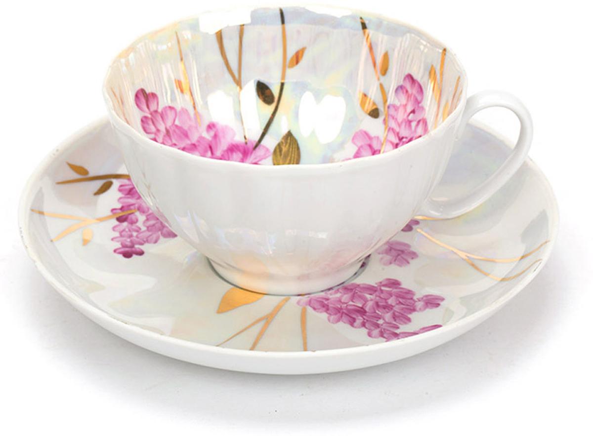 Чашка чайная Дулевский фарфор Белый лебедь. Розовая сирень, с блюдцем, 275 мл033052Чашка Дулевский Фарфор выполнена из высококачественного фарфора и оформленаоригинальным рисунком. Посуда из такого материала позволяет сохранить истинный вкуснапитка, а также помогает ему дольше оставаться теплым. В комплект входит блюдце. Такойнабор идеально подойдет для чая и придется по вкусу ценителям классики, и тем, ктопредпочитает утонченность и изысканность.