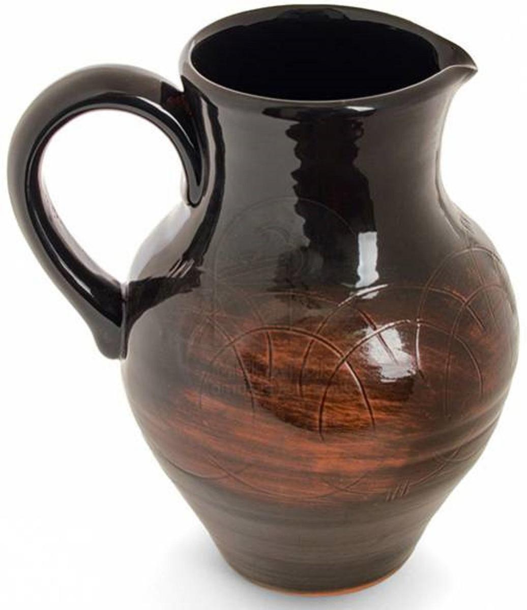 Кувшин Борисовская керамика Старина, 1,5 лСТР00000442Кувшин, изготовленный из глины, удобен для использования подмолоко и другие напитки. Наши предки не зря использовали глиняную посуду для хранения молока, в керамическом кувшинеоно дольше остается свежим и не скисает.Глиняный кувшинне только отлично впишется в любой интерьер кухни, но и станет отличнымподарком.