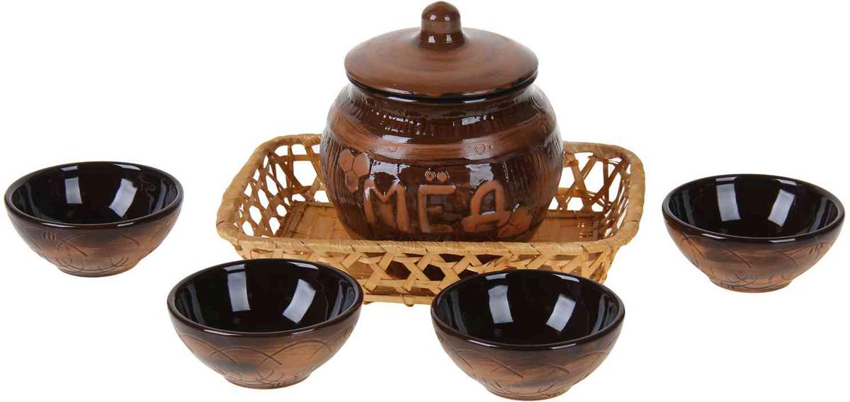 """Набор для меда Борисовская керамика """"Старина состоит бочонка и 4 порционных блюдец. Изделия выполнены из высококачественной керамики.  Такой набор эффектно украсит любой кухонный интерьер и станет хорошим подарком для ваших близких."""