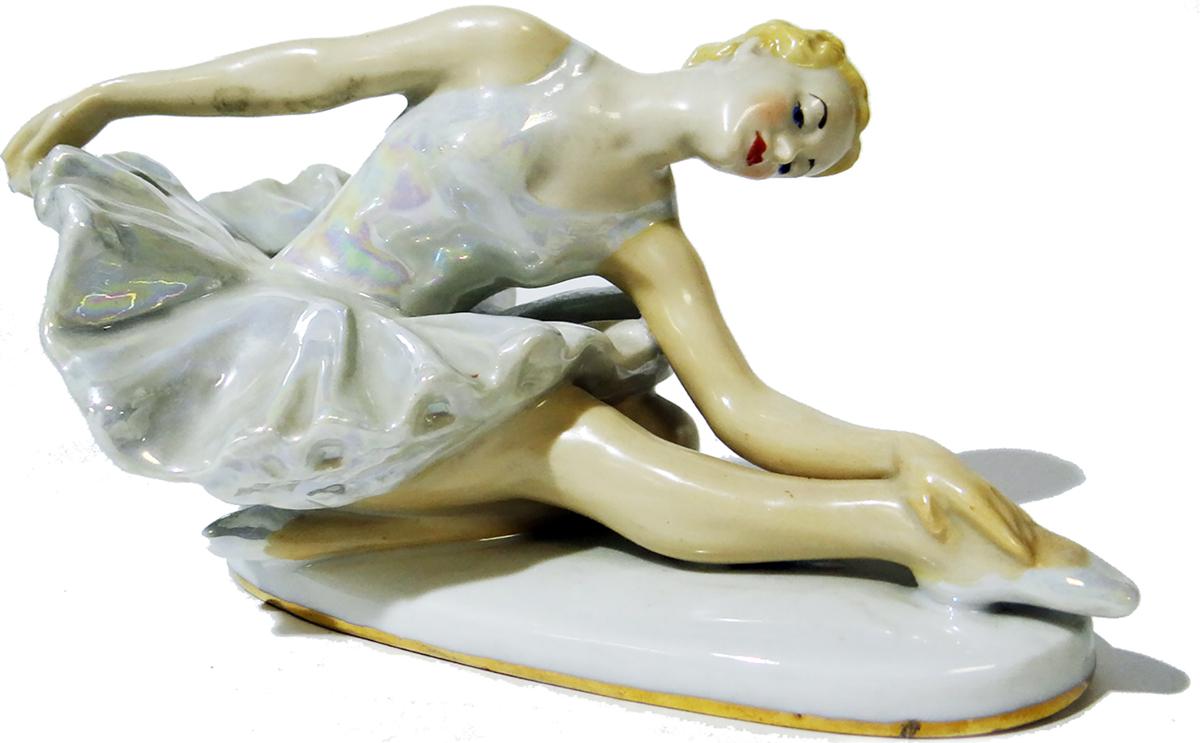 Статуэтка Балерина. Фарфор, роспись, золочение. ЛЗФИ. СССР, 1967 - 1973 гг. статуэтка балерина с зелёным бантом 668367