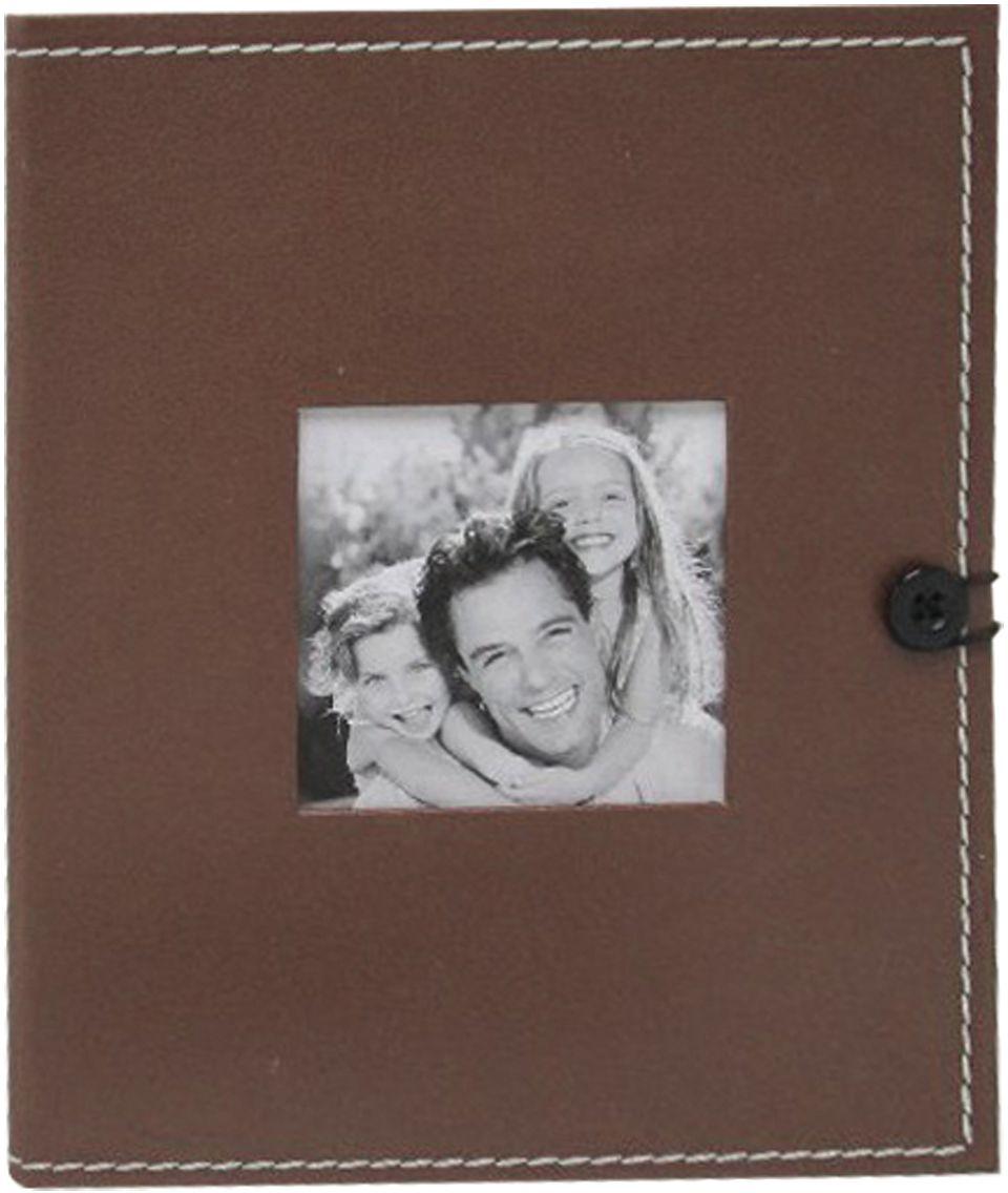 Фотоальбом Brauberg, с рамкой для фото, цвет: коричневый, 36 фотографий, 10 x 15 см390658Фотоальбом с обложкой под кожу дополнен рамкой для фото в центре и застежкой на резинке, а шов по краю эффектно обрамляет обложку. Фотоальбом вмещает в себя 36 фотографий размером 10х15, каждая из которых помещается в отдельном прозрачном кармане.