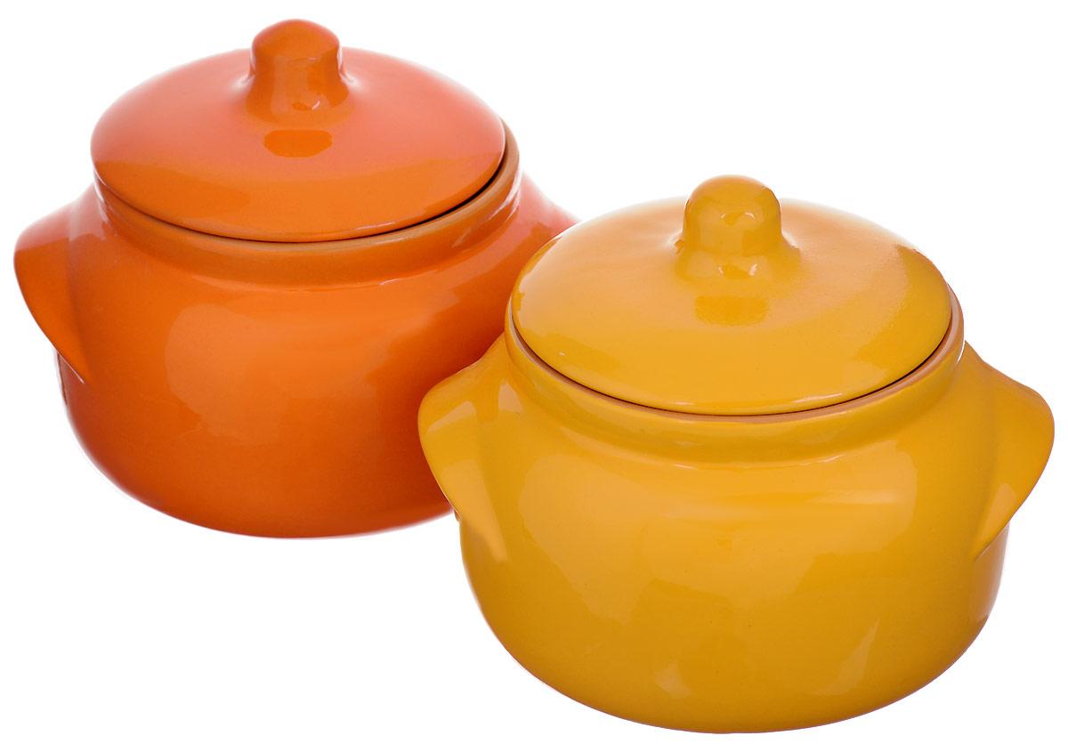 Набор горшочков для запекания Борисовская керамика Новарусса, 500 мл, 2 шт, цвет: зеленый, оранжевыйРАД14458169_зеленый, оранжевыйНабор Борисовская керамика Новарусса состоит из 2 горшочков для запекания. Изделия выполнены из высококачественной керамики спокрытием пищевой глазурью. В качестве сырья использована экологически чистая красная глина.Форма горшочка разработана с учетом тысячелетних традиций наших предков. Пористая структура стенки гарантирует эффект запекания. Формакрышки сохраняет тепловой баланс и полезные свойства продуктов, а также препятствует разбрызгиванию продукта и попаданию внутрьпосторонних продуктов. Горшки снабжены небольшими ручками.Такой набор горшочков станет отличным подарком и обязательно пригодится в любом хозяйстве.Посуда жаропрочная. Можно использовать в духовке и микроволновой печи.