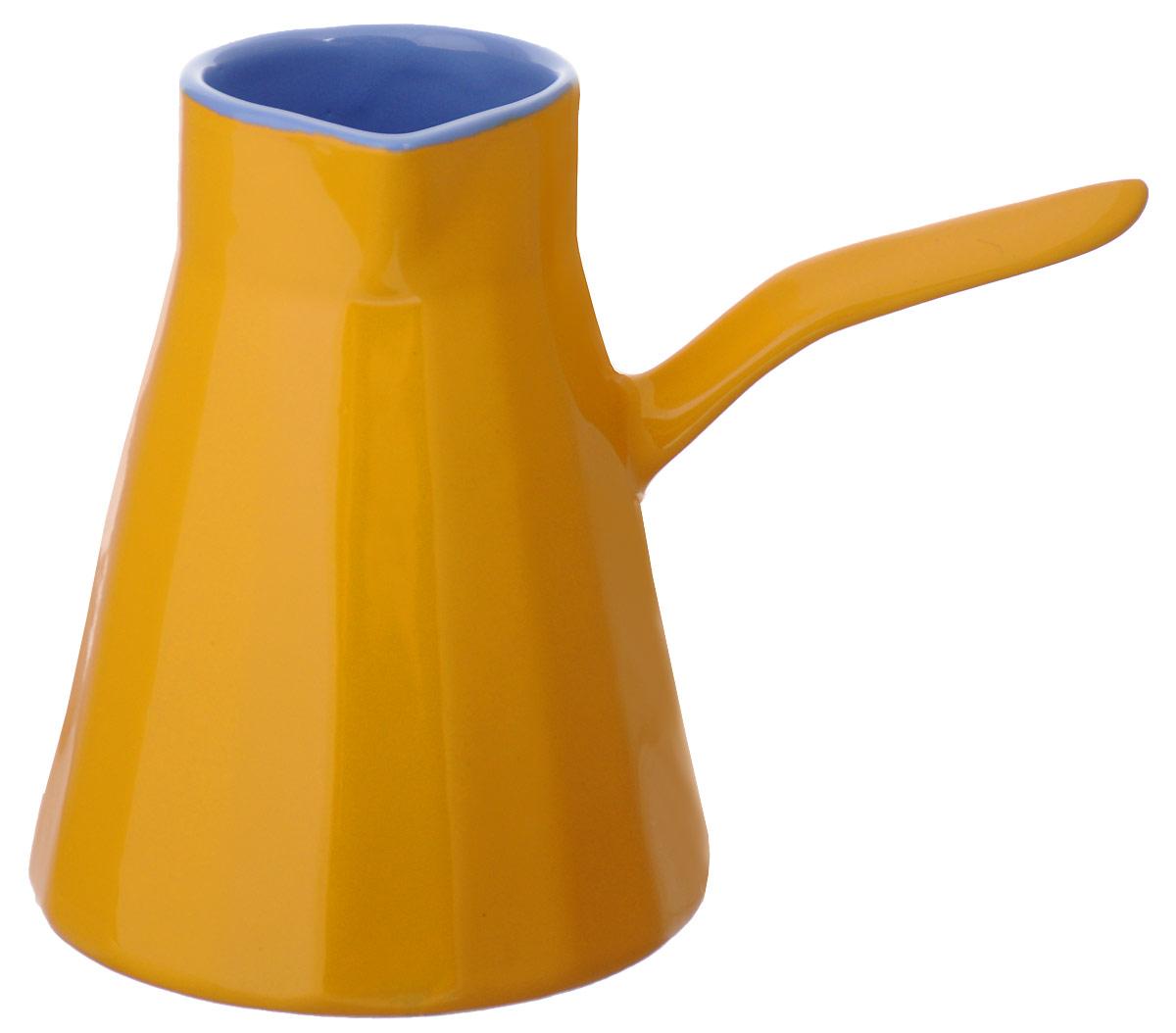 """Настоящие """"кофеманы"""" по достоинству смогут оценить турку из глины. Благодаря особой  структуре напиток в ней получается по-настоящему вкусным и благородным. В процессе варки в  полной мере раскрывается вся глубина кофейного зерна. Благодаря специальной глазировке  турка """"Ностальгия"""", не впитывает вкус и аромат кофе, позволяя варить по очереди разные сорта.  Толстые стенки продлевают кипение напитка, даже когда его снимают с огня. Двойной обжиг  повышает прочность изделия, значительно продляя срок его службы. """"Правильная"""" форма с  широким донышком и узкой горловиной с блеском сохраняет аромат кофе, а коническая форма  позволяет кофейной гуще быстрее оседать на дно.  Изделие предназначено для  использования на электрических и на газовых плитах. Диаметр горлышка: 6,5 см.  Высота стенок: 14,5 см"""