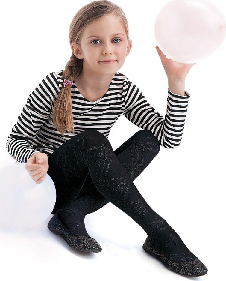 Колготки для девочки Knittex Brenda, цвет: черный. Размер 146/152, 11-12 летBRENDAКлассические детские колготки Knittex Brenda изготовлены специально для девочек.Плотные колготки с оригинальным узором в крупную клетку имеют широкую резинку и комфортные плоские швы. Теплые и прочные, эти колготки равномерно облегают ножки, не сдавливая и не доставляя дискомфорта. Эластичные швы и мягкая резинка на поясе не позволят колготам сползать и при этом не будут стеснять движений. Входящие в состав ткани полиамид и эластан предотвращают растяжение и деформацию после стирки. Однотонная расцветка позволит сочетать эти колготки с любыми нарядами маленькой модницы.Классические колготки - это идеальное решение на каждый день для прогулки, школы, яслей или садика. Такие колготки станут великолепным дополнением к гардеробу вашей красавицы.