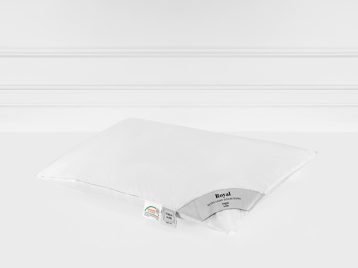 Подушка Togas Роял, наполнитель: пух, цвет: белый, 40 x 60 см20.05.19.0044Легкая подушка подарит непревзойденные ощущения комфорта и уюта. Она прекрасно сохраняет форму и объем, не деформируется, легкостирается и быстро сохнет. Подушка Togas - лучшее решение для современных квартир. Она одинаково хорошо подойдет как взрослым, так идетям.Состав: чехол: 100% хлопок роял-батист 330ТС; наполнитель: 100% белый сибирский гусиный пух 200 г.