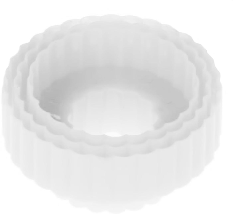 Набор форм для вырезания печенья Доляна Ромашка, цвет: белый, 8,5 х 4,5 см, 3 шт1259097_белыйОт качества посуды зависит не только вкус еды, но и здоровье человека. — товар, соответствующий российским стандартам качества. Любой хозяйке будет приятно держать его в руках. С нашей посудой и кухонной утварью приготовление еды и сервировка стола превратятся в настоящий праздник.