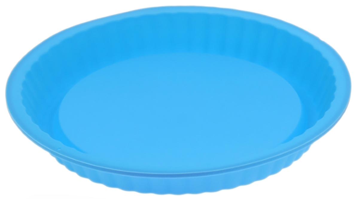 Форма для выпечки Доляна Рифленый круг, цвет: голубой, 27 х 3,5 см1000346_голубойФорма для выпечки из силикона — современное решение для практичных и радушных хозяек. Оригинальный предмет позволяет готовить в духовке любимые блюда из мяса, рыбы, птицы и овощей, а также вкуснейшую выпечку. Почему это изделие должно быть на кухне? блюдо сохраняет нужную форму и легко отделяется от стенок после приготовления; высокая термостойкость (от –40 до 230 ?) позволяет применять форму в духовых шкафах и морозильных камерах; небольшая масса делает эксплуатацию предмета простой даже для хрупкой женщины; силикон пригоден для посудомоечных машин; высокопрочный материал делает форму долговечным инструментом; при хранении предмет занимает мало места. Советы по использованию формы Перед первым применением промойте предмет теплой водой. В процессе приготовления используйте кухонный инструмент из дерева, пластика или силикона. Перед извлечением блюда из силиконовой формы дайте ему немного остыть, осторожно отогните края предмета. Готовьте с удовольствием!