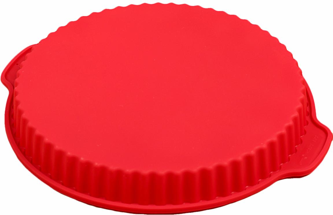 Форма для выпечки Доляна Рифленый круг, с ручками, цвет: красный, 26 х 3,5 см1057130_красныйФорма для выпечки из силикона — современное решение для практичных и радушных хозяек. Оригинальный предмет позволяет готовить в духовке любимые блюда из мяса, рыбы, птицы и овощей, а также вкуснейшую выпечку. Почему это изделие должно быть на кухне? блюдо сохраняет нужную форму и легко отделяется от стенок после приготовления; высокая термостойкость (от –40 до 230 ?) позволяет применять форму в духовых шкафах и морозильных камерах; небольшая масса делает эксплуатацию предмета простой даже для хрупкой женщины; силикон пригоден для посудомоечных машин; высокопрочный материал делает форму долговечным инструментом; при хранении предмет занимает мало места. Советы по использованию формы Перед первым применением промойте предмет теплой водой. В процессе приготовления используйте кухонный инструмент из дерева, пластика или силикона. Перед извлечением блюда из силиконовой формы дайте ему немного остыть, осторожно отогните края предмета. Готовьте с удовольствием!