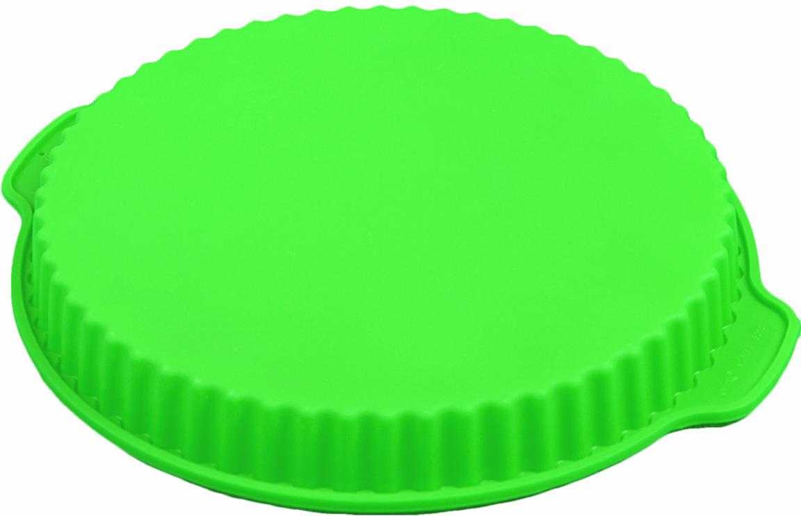 ФФорма для выпечки из силикона - современное решение для практичных и радушных хозяек.  Оригинальный предмет позволяет готовить в духовке любимые блюда, а также вкуснейшую  выпечку.  Особенности:  - блюдо сохраняет нужную форму и легко отделяется от стенок после приготовления;    - высокая термостойкость (от -40°С до +230°С) позволяет применять форму в духовых шкафах и  морозильных камерах;   - небольшая масса делает эксплуатацию предмета простой даже для хрупкой женщины; - силикон пригоден для посудомоечных машин; - высокопрочный материал делает форму долговечным инструментом; - при хранении предмет занимает мало места.   Перед первым применением промойте предмет теплой водой. В процессе приготовления    используйте кухонный инструмент из дерева, пластика или силикона. Перед извлечением блюда    из силиконовой формы дайте ему немного остыть, осторожно отогните края предмета.  Как  выбрать форму для выпечки - статья на OZON Гид.