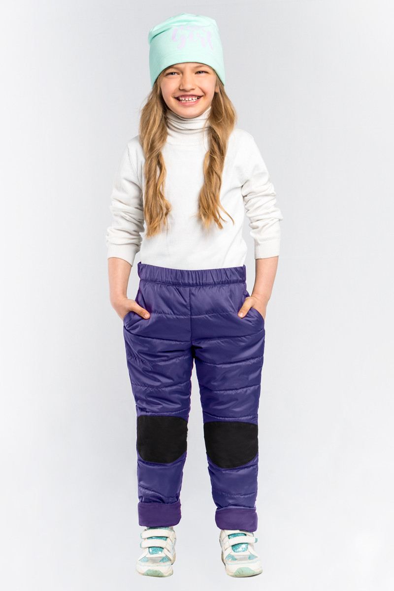 Брюки для девочки Boom!, цвет: фиолетовый. 80023_BOG. Размер 13480023_BOGСтеганные брюки для девочки Boom! выполнены из высококачественного материала. Зона коленей усилена износостойкой тканью таслан для защиты от истирания. Стильная, слегка зауженная к низу модель дополнена двумя боковыми карманами.
