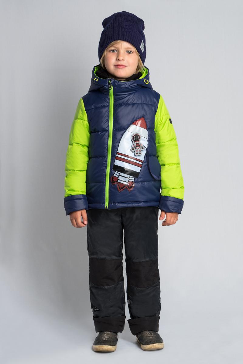 Комплект верхней одежды для мальчика Boom!: куртка, брюки, цвет: темно-синий. 80038_BOB. Размер 9280038_BOBКомплект для мальчика Boom! включает в себя куртку и брюки. Куртка с длинными рукавами и капюшоном выполнена из прочного полиэстера. Модель застегивается на застежку-молнию спереди. Теплые брюки на талии дополнены широкой эластичной резинкой.