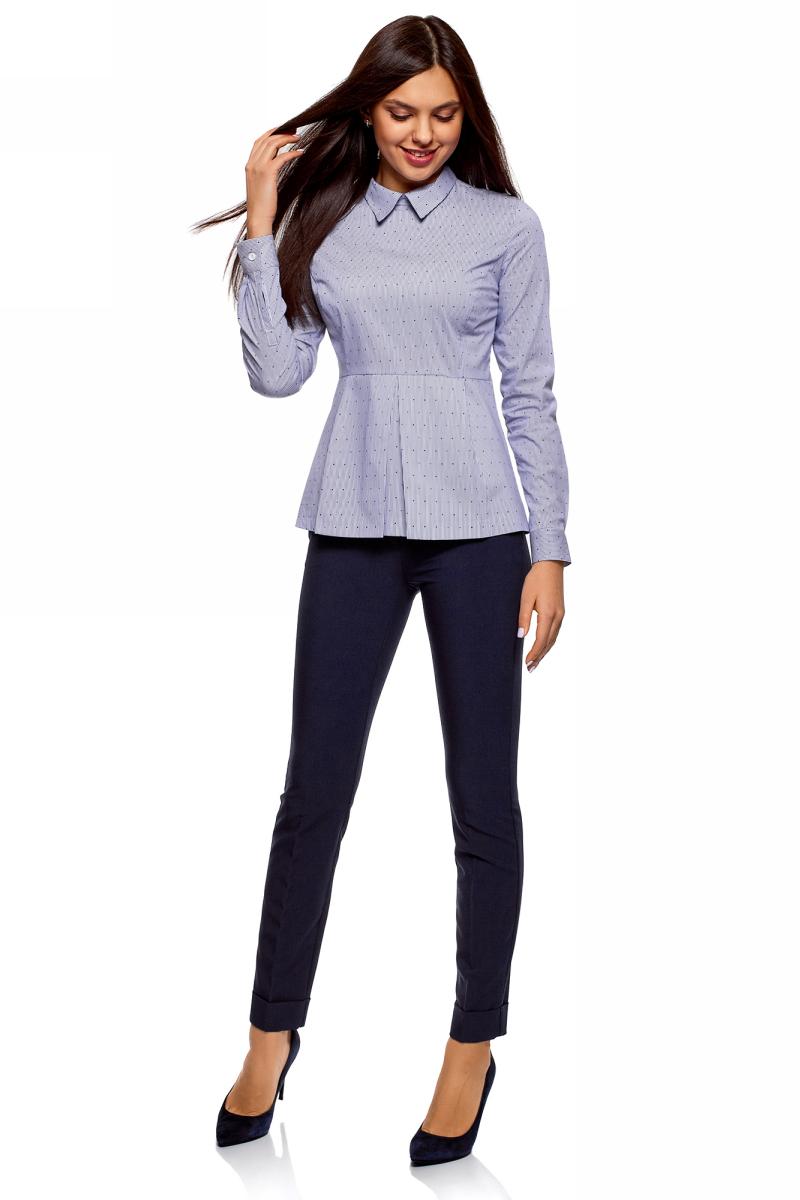 Блузка женская oodji Ultra, цвет: белый, синий. 11400444-3/46440/1075G. Размер 44-170 (50-170)11400444-3/46440/1075GЖенская блузка от oodji выполнена из эластичного хлопка с добавлением полиамида. Модель с длинными рукавами, отложным воротником и баской на спинке застегивается на потайную молнию. Рукава по низу дополнены манжетами на пуговицах.