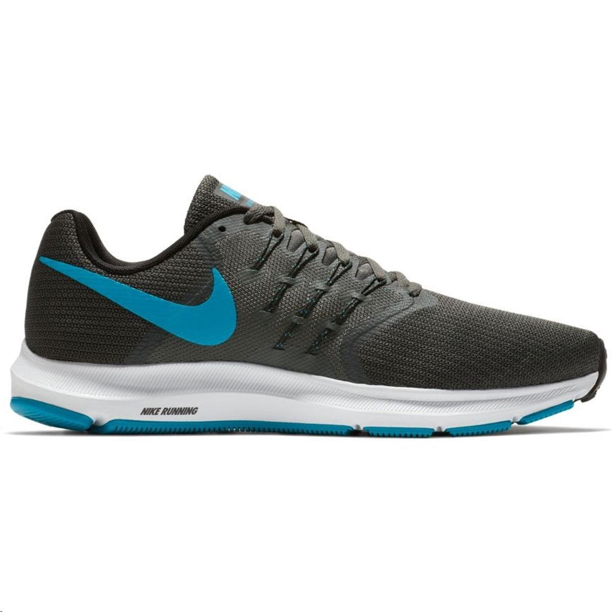 Кроссовки для бега мужские Nike Run Swift Running Shoe, цвет: темно-серый. 908989-014. Размер 8,5 (41)908989-014Мужские беговые кроссовки Nike Run Swift идеально сидят на ноге благодаря дышащей сетке в передней части стопы и на пятке и сетке с плотным переплетением в средней части стопы для поддержки. Интегрированные нити Flywire надежно фиксируют среднюю часть стопы, а пеноматериал Cushlon создает амортизацию. Конструкция из сетки обеспечивает зональную вентиляцию и поддержку. Шнурки с интегрированными нитями Flywire для регулируемой поддержки. Подошва с вафельным рисунком повышает амортизацию и упругость. Сетка с плотным плетением на боковой части создает надежную поддержку, не жертвуя воздухопроницаемостью. Пеноматериал Cushlon обеспечивает мягкую, но упругую амортизацию и поддержку.