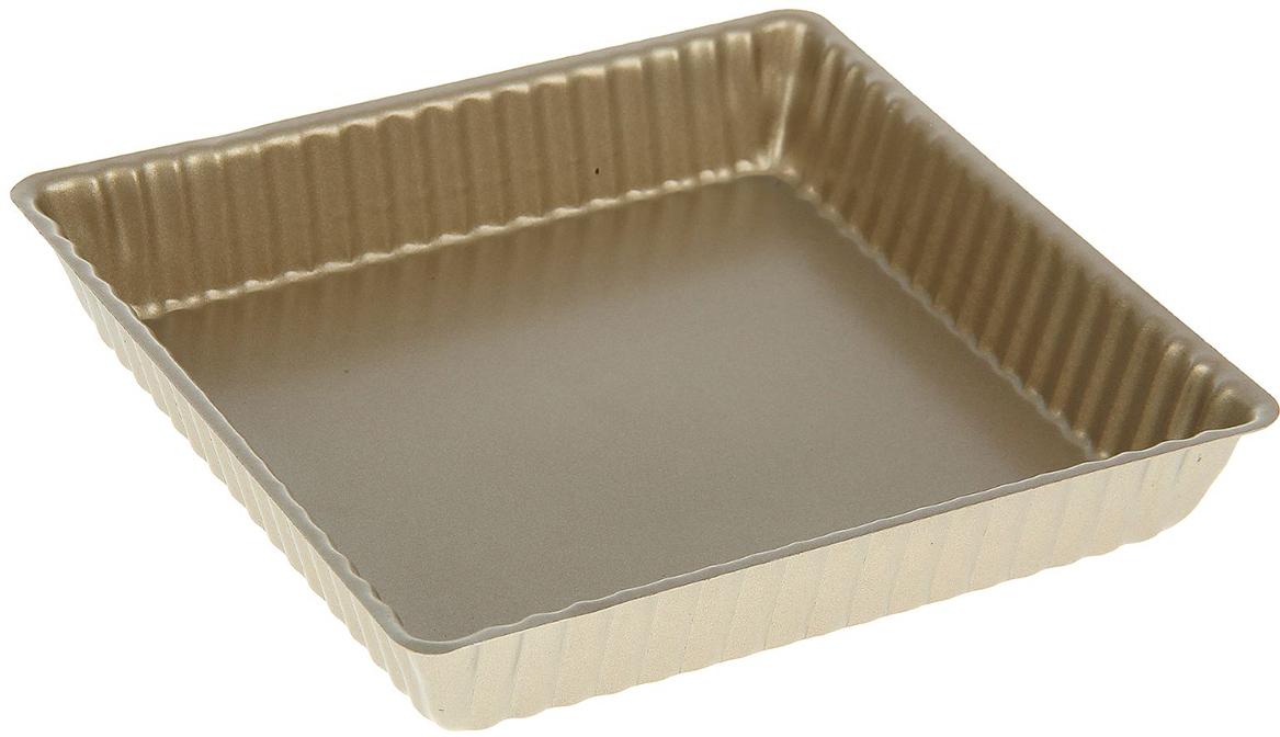 Форма для выпечки Доляна Рифленый квадрат. Доротея, с антипригарным покрытием, 25 х 25 х 3 см1046831Форма с антипригарным покрытием пригодится каждому повару, который привык готовить быстро и вкусно. Достоинства предмета Материал — углеродистая сталь — отличается особой прочностью и сохраняет все эксплуатационные свойства при температуре до +450 °С. Эффективное теплораспределение ускоряет процесс готовки. Антипригарное покрытие оберегает блюда от пригорания и сокращает расход масла. Поверхность не впитывает запахов и не вступает в реакции с продуктами питания. Форма легко отмывается. При аккуратном использовании изделие прослужит долгие годы. Рекомендуется избегать применения металлических предметов, губок и высокоабразивных моющих средств. Перед первым использованием тщательно промойте форму.