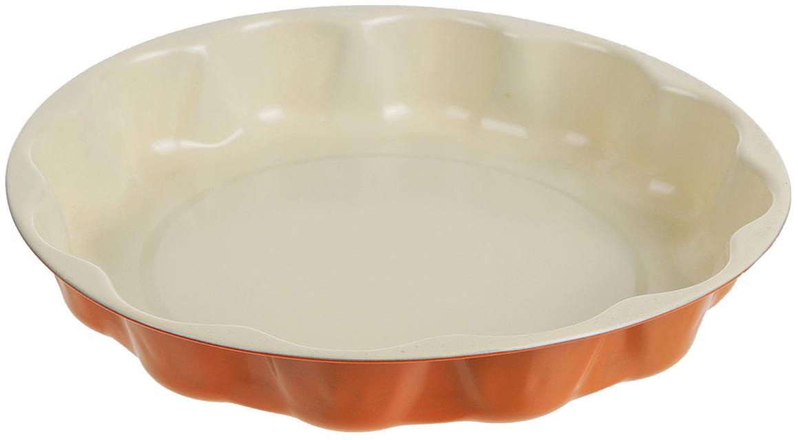 Форма для выпечки Доляна Волнистый круг. Флери, с керамическим покрытием, цвет: белый, оранжевый, 25 х 4 см2395152Форма для выпечки с керамическим покрытием — один из самых важных предметов на кухне хорошей хозяйки. С качественной посудой радовать домашних пирогами, кексами, запеканками и прочей вкуснятиной вы сможете хоть каждый день! Достоинства изделия: равномерно распределяет тепло по всей внутренней поверхности; предотвращает пригорание пищи; способствует ее быстрому приготовлению; форма в виде сердца прекрасно подходит для приготовления блюд для романтического вечера или праздничного стола. Кроме того, предмет не впитывает запахов и позволяет легко вынимать готовый продукт. Прочный корпус защищает изделие от внешней деформации. Рекомендуется избегать перепадов температуры: ставьте форму только в холодную или теплую духовку. Не допускайте падений и не используйте высокоабразивные моющие средства (это защитит глазурь от сколов и царапин).