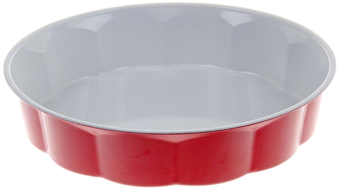 Форма для выпечки Доляна Волнистый круг. Флери, с керамическим покрытием, цвет: белый, красный, 28 х 5,5 см774839_белый, красныйФорма для выпечки с керамическим покрытием — один из самых важных предметов на кухне хорошей хозяйки. С качественной посудой радовать домашних пирогами, кексами, запеканками и прочей вкуснятиной вы сможете хоть каждый день! Достоинства изделия: равномерно распределяет тепло по всей внутренней поверхности; предотвращает пригорание пищи; способствует ее быстрому приготовлению; обладает стильным внешним видом. Кроме того, предмет не впитывает запахов и позволяет легко вынимать готовый продукт. Прочный корпус защищает изделие от внешней деформации. Рекомендуется избегать перепадов температуры: ставьте форму только в холодную или теплую духовку. Не допускайте падений и не используйте высокоабразивные моющие средства (это защитит глазурь от сколов и царапин).