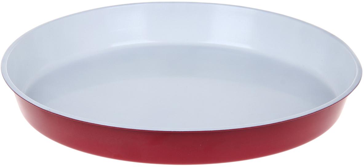 Форма для выпечки Доляна Круг. Флери, с керамическим покрытием, цвет: белый, красный, 36 х 4,5 см1151889_белый, красныйФорма для выпечки с керамическим покрытием - один из самых важных предметов на кухнехорошей хозяйки. С качественной посудой радовать домашних пирогами, кексами, запеканками ипрочей вкуснятиной вы сможете хоть каждый день! Достоинства изделия: равномерно распределяет тепло по всей внутренней поверхности; предотвращает пригорание пищи; способствует ее быстрому приготовлению; обладает стильным внешним видом. Кроме того, предмет не впитывает запахов и позволяет легко вынимать готовый продукт.Прочный корпус защищает изделие от внешней деформации. Рекомендуется избегать перепадов температуры: ставьте форму только в холодную или теплуюдуховку. Не допускайте падений и не используйте высокоабразивные моющие средства (этозащитит глазурь от сколов и царапин).