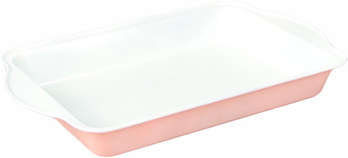 Форма для выпечки с керамическим покрытием — один из самых важных предметов на кухне   хорошей хозяйки. С качественной посудой радовать домашних пирогами, кексами, запеканками и   прочей вкуснятиной вы сможете хоть каждый день! Достоинства изделия: равномерно распределяет тепло по всей внутренней поверхности; предотвращает пригорание пищи; способствует ее быстрому приготовлению; обладает стильным внешним видом. Кроме того, предмет не впитывает запахов и позволяет легко вынимать готовый продукт.   Прочный корпус защищает изделие от внешней деформации. Рекомендуется избегать перепадов температуры: ставьте форму только в холодную или теплую   духовку. Не допускайте падений и не используйте высокоабразивные моющие средства (это   защитит глазурь от сколов и царапин).       Как выбрать форму для выпечки – статья на OZON Гид.