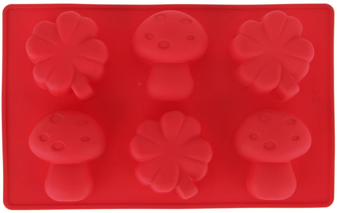 Форма для выпечки Доляна Гриб и клевер, цвет: красный, 6 ячеек, 17 х 28 х 3,5 см858122_красныйФорма для выпечки из силикона — современное решение для практичных и радушных хозяек. Оригинальный предмет позволяет готовить вкуснейшую выпечку — кексы, запеканки и печенье. Почему это изделие должно быть на кухне? блюдо сохраняет нужную форму и легко отделяется от стенок после приготовления; высокая термостойкость (от –40 до 230 ?) позволяет применять форму в духовых шкафах и морозильных камерах; небольшая масса делает эксплуатацию предмета простой даже для хрупкой женщины; силикон пригоден для посудомоечных машин; высокопрочный материал делает форму долговечным инструментом; при хранении предмет занимает мало места. Советы по использованию формы Перед первым применением промойте предмет теплой водой. В процессе приготовления используйте кухонный инструмент из дерева, пластика или силикона. Перед извлечением блюда из силиконовой формы дайте ему немного остыть, осторожно отогните края предмета. Готовьте с удовольствием!