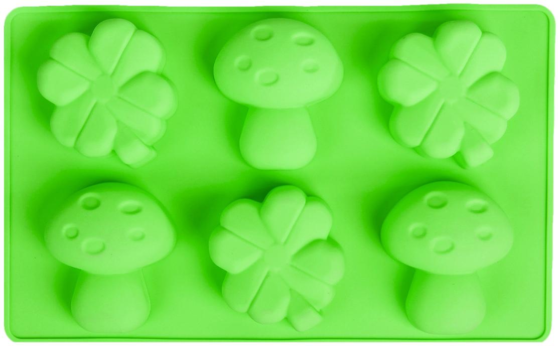 Форма для выпечки Доляна Гриб и клевер, цвет: зеленый, 6 ячеек, 17 х 28 х 3,5 см858122_зеленыйФорма для выпечки из силикона — современное решение для практичных и радушных хозяек. Оригинальный предмет позволяет готовить вкуснейшую выпечку — кексы, запеканки и печенье. Почему это изделие должно быть на кухне? блюдо сохраняет нужную форму и легко отделяется от стенок после приготовления; высокая термостойкость (от –40 до 230 ?) позволяет применять форму в духовых шкафах и морозильных камерах; небольшая масса делает эксплуатацию предмета простой даже для хрупкой женщины; силикон пригоден для посудомоечных машин; высокопрочный материал делает форму долговечным инструментом; при хранении предмет занимает мало места. Советы по использованию формы Перед первым применением промойте предмет теплой водой. В процессе приготовления используйте кухонный инструмент из дерева, пластика или силикона. Перед извлечением блюда из силиконовой формы дайте ему немного остыть, осторожно отогните края предмета. Готовьте с удовольствием! Как выбрать форму для выпечки – статья на OZON Гид.