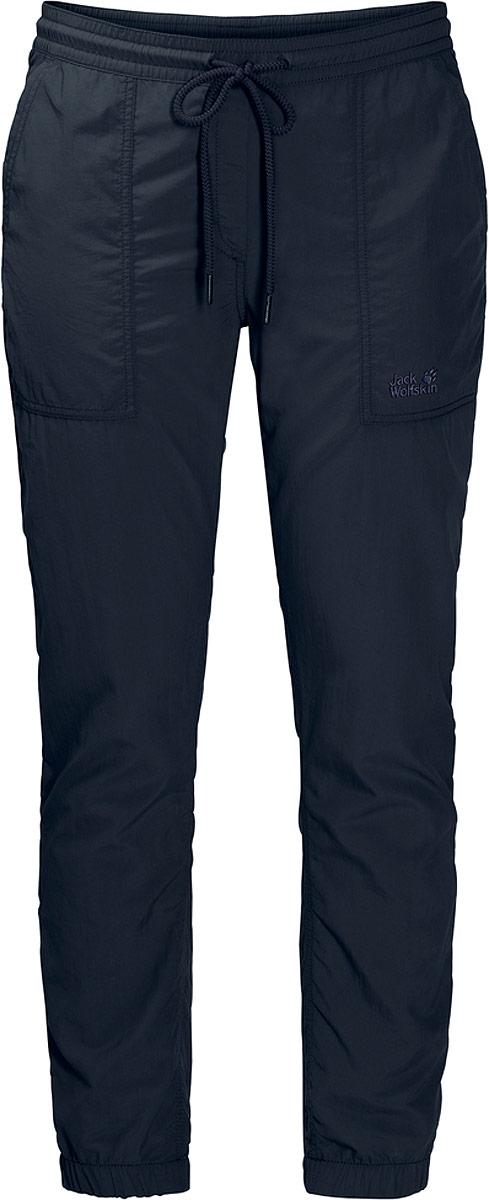 Брюки женские Jack Wolfskin Kalahari Cuffed Pants, цвет: темно-синий. 1505051-1910. Размер XXL (56)1505051-1910Брюки Kalahari Cuffed Pants от Jack Wolfskin - идеальный вариант для путешествий по пустыне или в джунглях. Они очень практичные, легкие, комфортные и почти не занимают места в вашем рюкзаке. Это настоящий тренд и для городских джунглей. Легкая ткань Сапплекс дарит ощущение комфорта и блокирует солнечные лучи. И если солнце внезапно исчезнет за тучами и хлынет ливень, это не проблема - брюки мгновенно высохнут. Это очень практичное свойство для путешествий. После быстрой стирки вечером они моментально высохнут - наутро их можно снова надевать и отправляться навстречу новым приключениям.