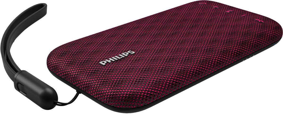 Philips BT3900 EverPlay, Red портативная акустическая системаBT3900P/00Музыка звучит безостановочно. На портативной беспроводной АС Philips EverPlay музыка воспроизводитсяплавно и без помех благодаря надежному Bluetooth-подключению и интуитивной зарядке. Стильный дизайн иповышенная прочность благодаря особому материалу покрытия корпуса.Функция антиклиппинга позволит вам даже при низком заряде батареи слушать музыку высокого качества налюбой громкости. Она позволяет работать с входными сигналами от 300 мВ до 1000 мВ и воспроизводить звукбез искажений. Это дает возможность воспроизводить музыкальный сигнал так, как он проходит черезусилитель, и сохранять пиковые значения в пределах диапазона усилителя. При этом устраняются искажениязвука, вызванные ограничениями, без влияния на громкость. При низком уровне заряда батареи снижаетсявозможность воспроизводить пиковые значения в музыке, но функция антиклиппинга снижает сами пиковыезначения при разряде батареи.Bluetooth - надежная и энергоэффективная технология беспроводной связи, которая позволяет с легкостьюподключать iPod/iPhone/iPad и другие Bluetooth-устройства, например смартфоны, планшетные компьютеры иноутбуки. Вы можете без проводов прослушивать на этой акустической системе любимую музыку и звук вовремя игр или просмотра видео.Свободно перемещайтесь по дому со смартфоном, не беспокоясь, что воспроизведение музыки прервется.Акустическая система EverPlay обеспечивает максимально надежное Bluetooth-соединение радиусом до 30 м,скорость которого в три раза превышает отраслевые стандарты. АС оборудована чувствительной антенной ирадиочастотным фильтром для снижения уровня помех.Используя эту АС Bluetooth, можно легко и точно отслеживать уровень заряда. Чтобы узнать состояниеаккумулятора EverPlay, нужно лишь нажать кнопку питания.Акустическая система EverPlay обладает невероятно надежной конструкцией, а также ударопрочностью,водонепроницаемостью и устойчивостью к пыли. Пыль не помешает работе устройства; кроме того, АС мо