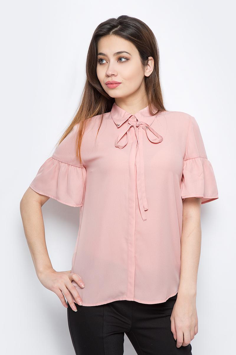 Блузка женская Sela, цвет: светло-розовый. Bs-112/253-8111. Размер 48Bs-112/253-8111Блузка женская Sela выполнена из полиэстера. Модель с отложным воротником и короткими рукавами застегивается на пуговицы.