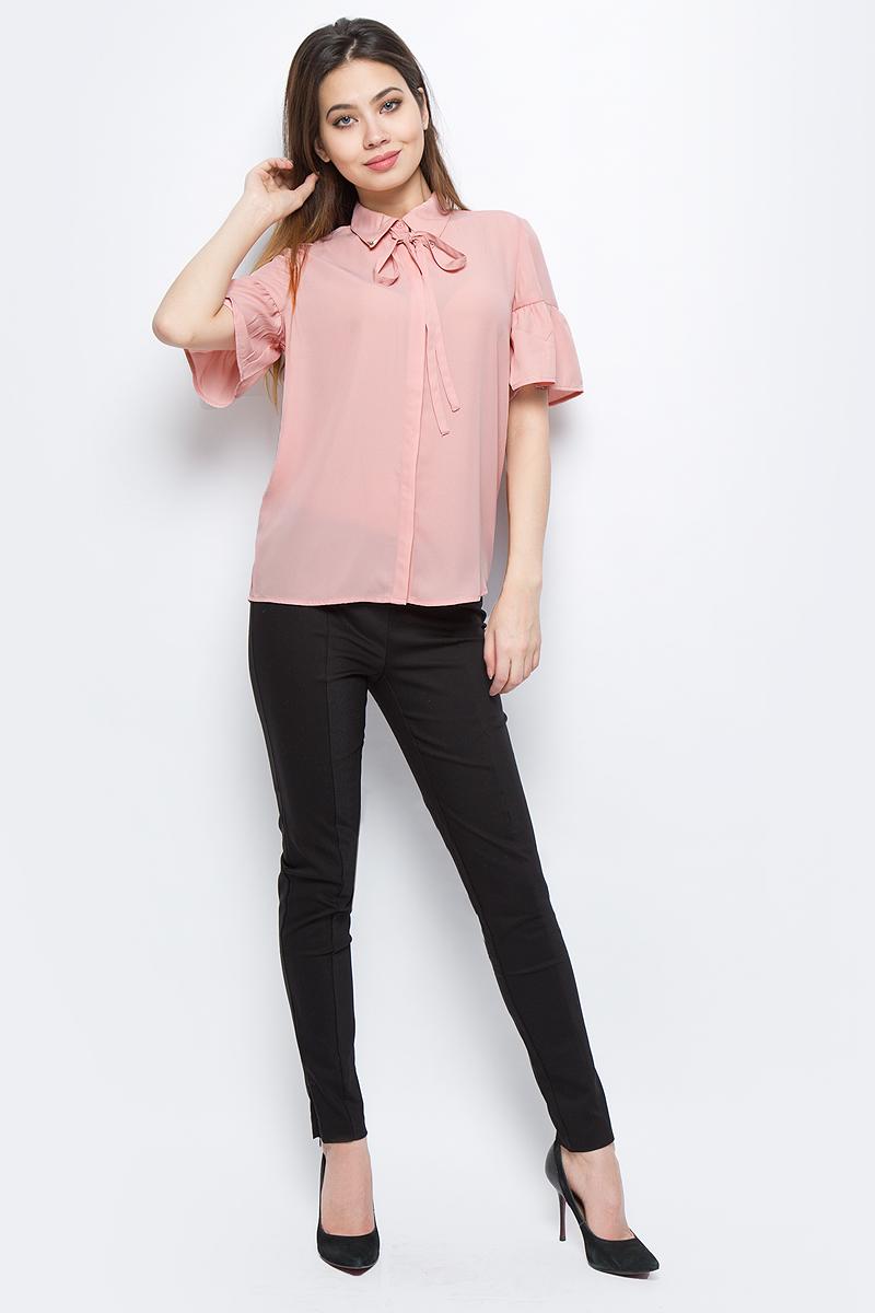 Блузка женская Sela, цвет: светло-розовый. Bs-112/253-8111. Размер 42Bs-112/253-8111Блузка женская Sela выполнена из полиэстера. Модель с отложным воротником и короткими рукавами застегивается на пуговицы.