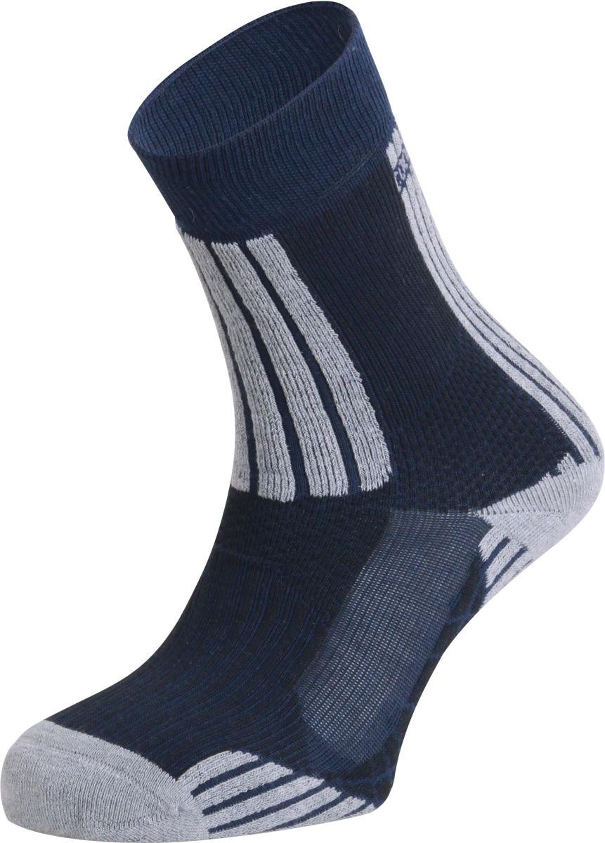 Термоноски женские Сплав Stream, цвет: черный. 1585600. Размер 35/381585600Обладая компрессионным эффектом, плотно обтягивают ногу, создавая эффект поддержки, что позволяет снизить усталость ног и обеспечить комфорт на весь день.Широкая резинка надежно фиксирует носок, а зона с содержанием эластичного материала не позволяет носку сползать и собираться гармошкой.Содержание волокон COOLMAX способствует ускоренному испарению избыточной влаги.Наличие усиленных зон обеспечивает повышеную износостойкость.Бесшовная технология создает повышенный комфорт предотвращает натирание пальцев ног.свойства Coolmax:Coolmax — полиэстеровое волокно фирмы DuPont, с четырехжильной нитью.Эффективно отводит влагу с поверхности телаCохраняет тело сухим даже во время больших физических нагрузок.