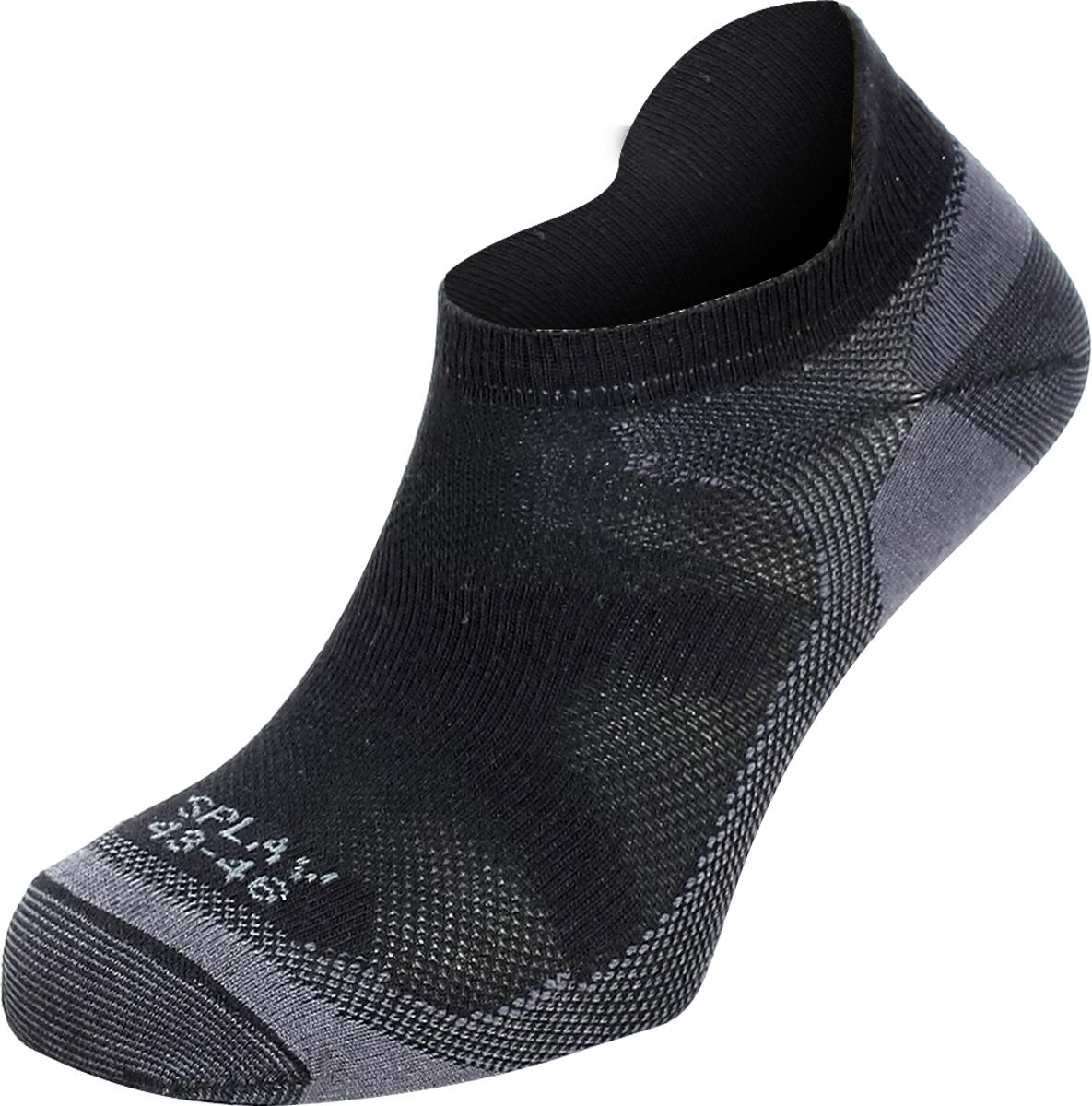 Термоноски мужские Сплав Trace, цвет: черный. 1585700. Размер 43/461585700Укороченные бесшовные носки для прогулок и занятий спортом в жаркую погоду. Подойдут для использования с кроссовой обувью.Содержание волокон COOLMAX способствует ускоренному испарению избыточной влаги.Анатомическая форма, индивидуальная для левой и правой стоп, обеспечивает максимальный комфорт.Бесшовная технология создает повышенный комфорт предотвращает натирание пальцев ног.Благодаря специальной вязке обладают дышащим эффектом и исключительной эластичностью.Наличие усиленных зон обеспечивает повышенную износостойкость.свойства Coolmax:Coolmax — полиэстеровое волокно фирмы DuPont, с четырехжильной нитьюЭффективно отводит влагу с поверхности тела.Cохраняет тело сухим даже во время больших физических нагрузок.